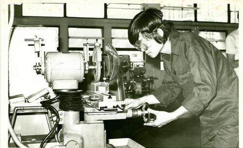 1976p11